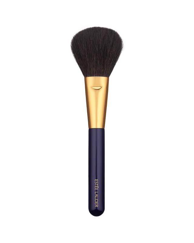 Estée Lauder Powder Brush 10  ryhmässä Kauneusvinkkejä / 3 Minute Beauty / Highlight and Contour at Bangerhead.fi (B011558)