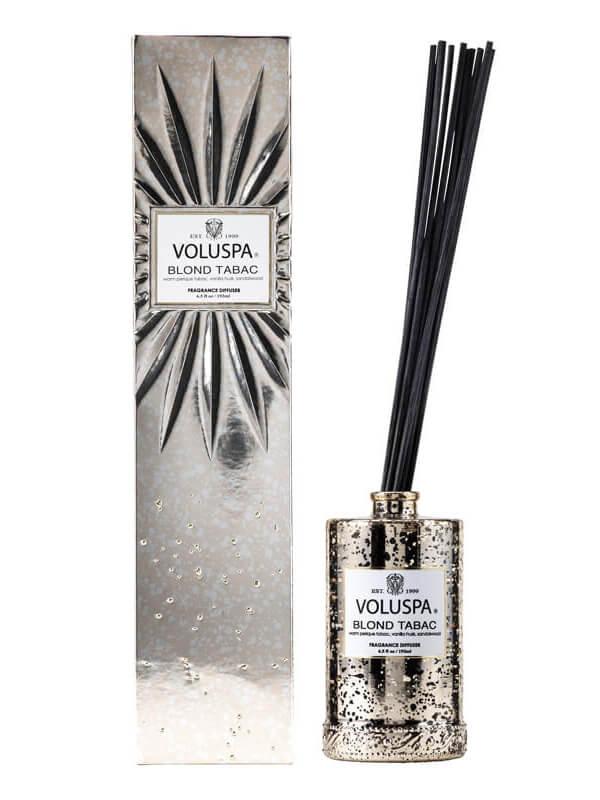 Voluspa Fragrant Oil Diffuser Blonde Tabac (192ml) ryhmässä Tuoksut / Tuoksukynttilät ja tuoksutikut / Tuoksutikut at Bangerhead.fi (B025782)