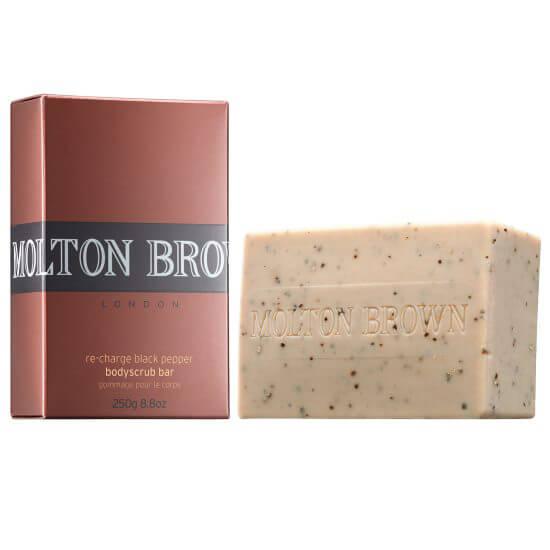 Molton Brown Black Pepper Bodyscrub Bar i gruppen Man / Hudvård för män / Scrub & peeling för män hos Bangerhead (B036254)