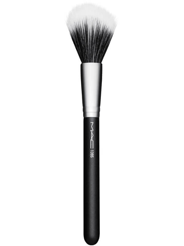 MAC Cosmetics Brushes 139 Duo Fibre Tapered Face i gruppen Makeup / Børster & verktøy / Børster for ansiktsmakeup hos Bangerhead.no (B040385)