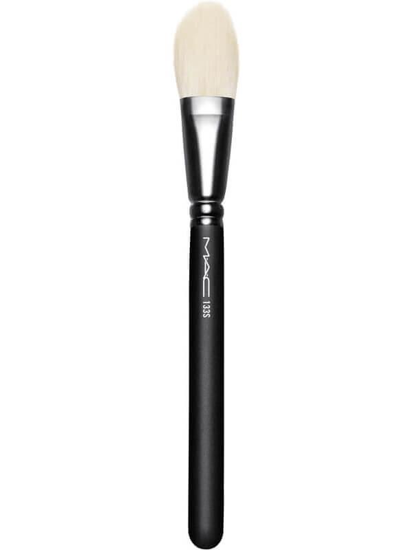 MAC Cosmetics Brushes 133 Small Cheek ryhmässä Meikit / Siveltimet & tarvikkeet / Kasvomeikkisiveltimet at Bangerhead.fi (B040686)