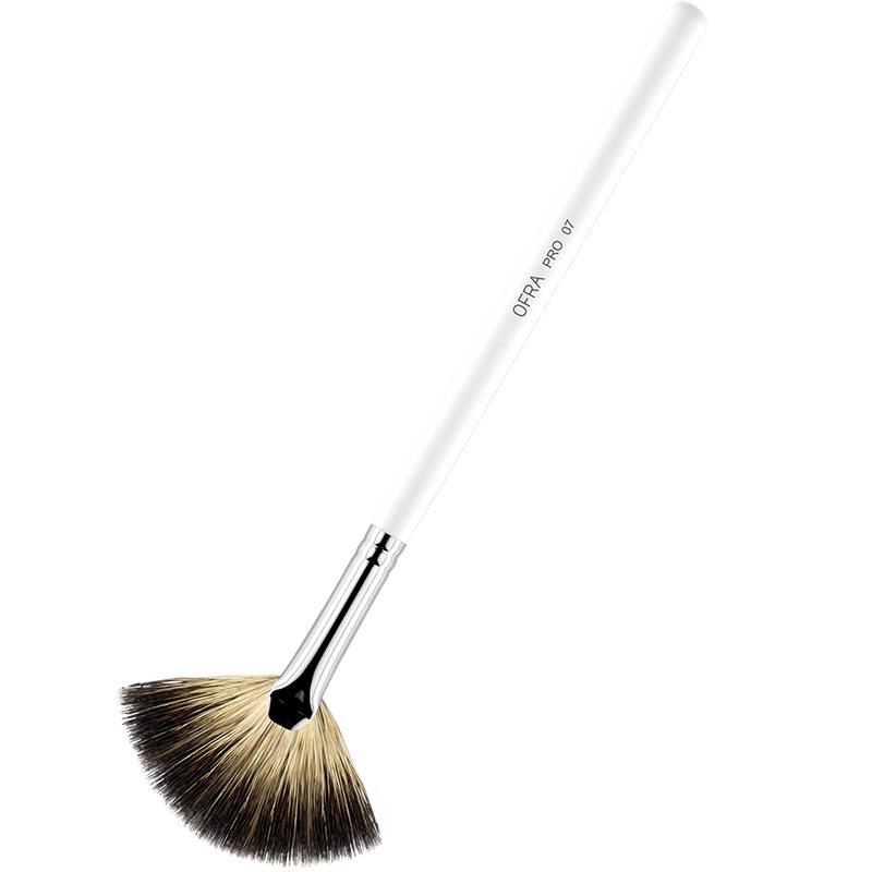 Ofra Cosmetics 07 Highlighting Fan Brush i gruppen Makeup / Makeupbørster / Highlighterbørster hos Bangerhead.no (B042315)